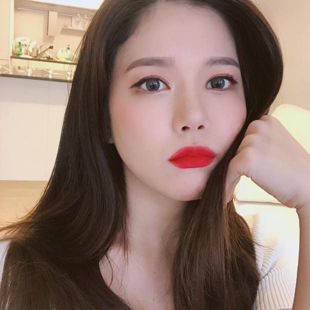 Chuyên gia makeup của Lee Hyori chỉ ra 5 tips makeup cơ bản đem lại làn da bóng bẩy, ngậm nước - Ảnh 3.