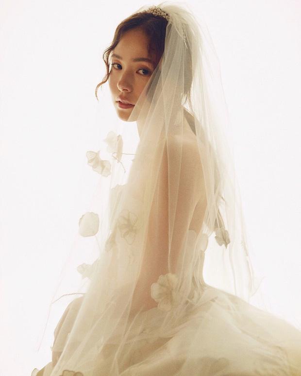 Khoảnh khắc Min Hyo Rin đạt đến đỉnh cao nhan sắc: Khi trở thành cô dâu trong bộ váy cưới trắng muốt - Ảnh 1.
