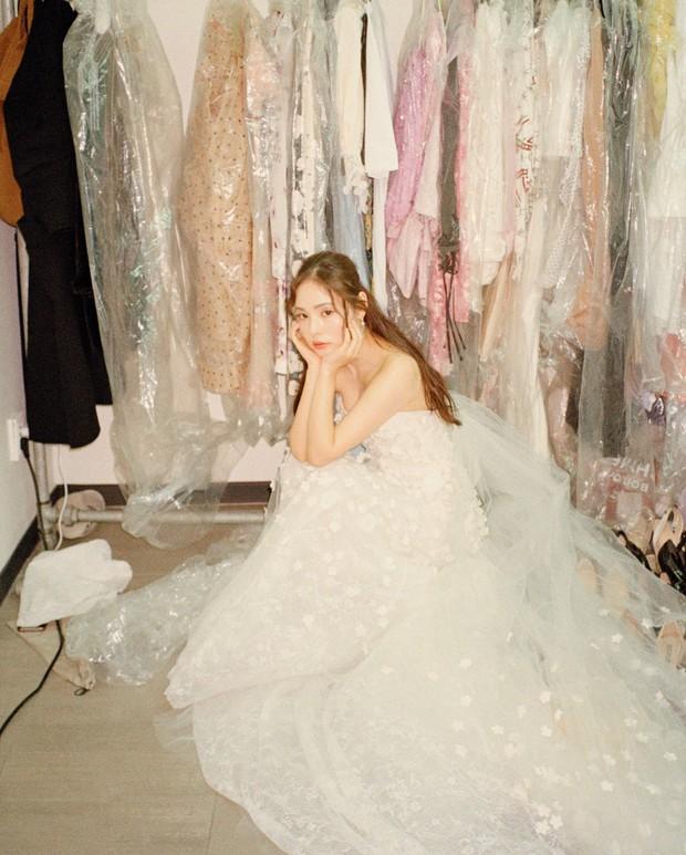 Khoảnh khắc Min Hyo Rin đạt đến đỉnh cao nhan sắc: Khi trở thành cô dâu trong bộ váy cưới trắng muốt - Ảnh 2.