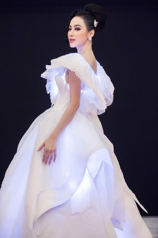 Khi các kiều nữ muốn sáng nhất đêm nay, thì nghĩa là chiếc đầm của họ đang thật-sự-phát-sáng! - Ảnh 7.