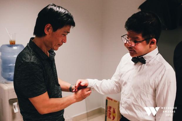 Khoảnh khắc WeChoice Awards: Đẹp nhất là khi Sơn Tùng, bé Bôm và các nghệ sĩ Việt cùng chậm lại trong dòng cảm xúc vỡ òa - Ảnh 2.