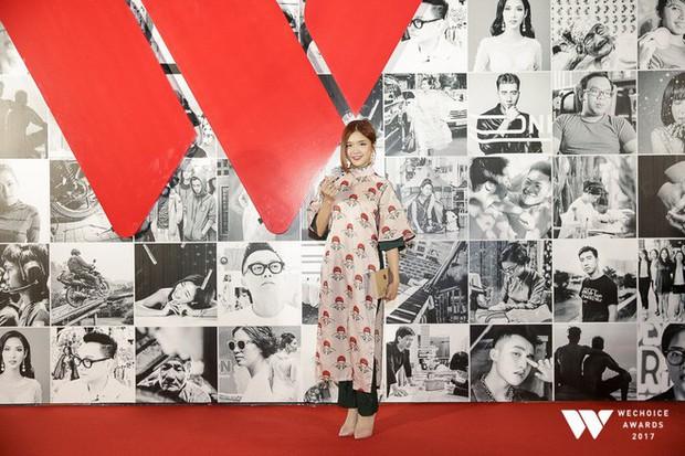 Thảm đỏ Gala WeChoice Awards: Ngọc Trinh khoe vai trần quyến rũ, Chi Pu diện váy xẻ cao táo bạo - Ảnh 7.