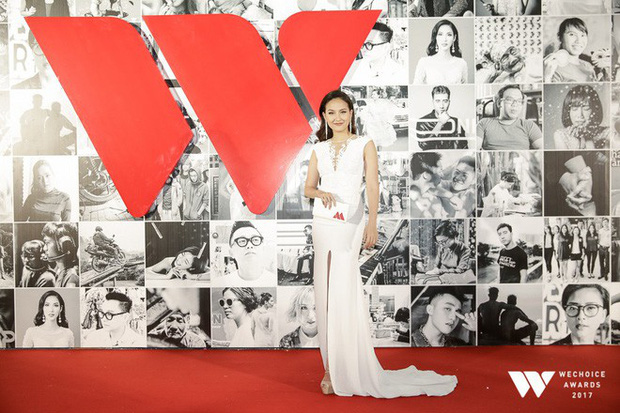Thảm đỏ Gala WeChoice Awards: Ngọc Trinh khoe vai trần quyến rũ, Chi Pu diện váy xẻ cao táo bạo - Ảnh 9.