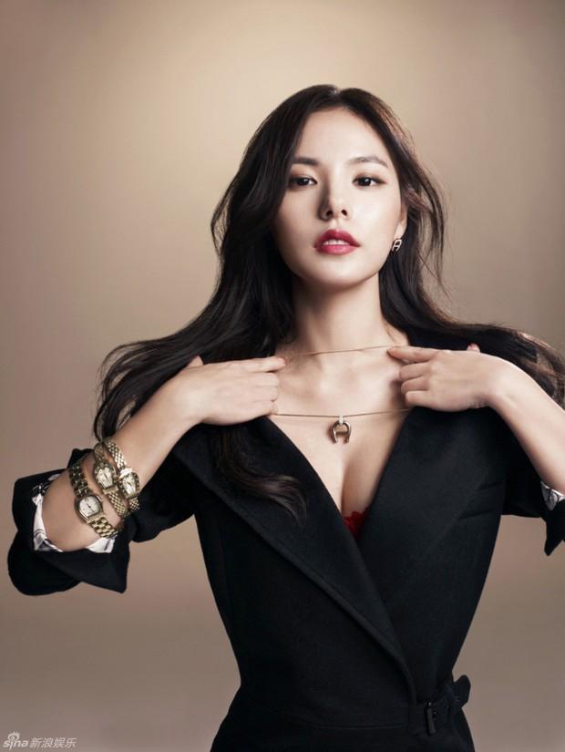 Khoảnh khắc Min Hyo Rin đạt đến đỉnh cao nhan sắc: Khi trở thành cô dâu trong bộ váy cưới trắng muốt - Ảnh 9.