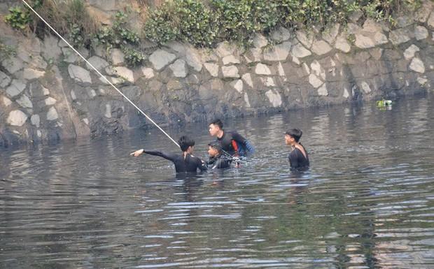 Bị truy đuổi, thanh niên khoảng 20 tuổi nhảy xuống kênh Tàu Hủ mất tích - Ảnh 1.