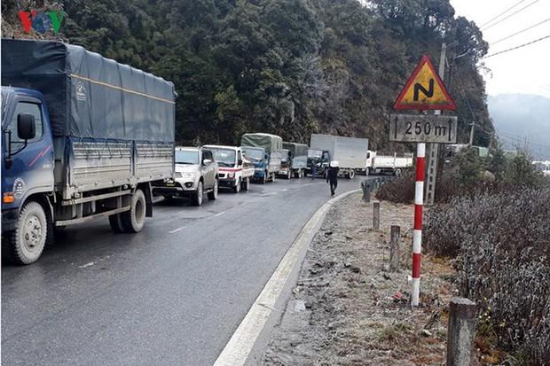Băng tuyết gây ách tắc quốc lộ 4D nối Lai Châu - Lào Cai - Ảnh 4.