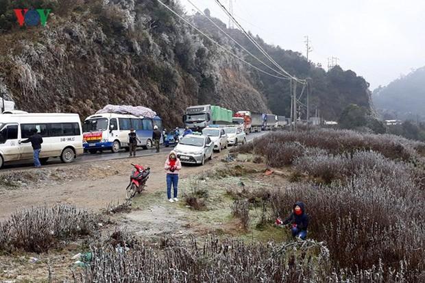 Băng tuyết gây ách tắc quốc lộ 4D nối Lai Châu - Lào Cai - Ảnh 6.