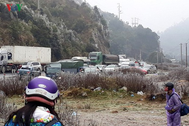 Băng tuyết gây ách tắc quốc lộ 4D nối Lai Châu - Lào Cai - Ảnh 7.