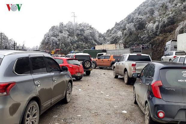 Băng tuyết gây ách tắc quốc lộ 4D nối Lai Châu - Lào Cai - Ảnh 9.