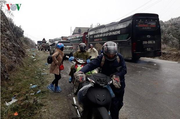 Băng tuyết gây ách tắc quốc lộ 4D nối Lai Châu - Lào Cai - Ảnh 10.