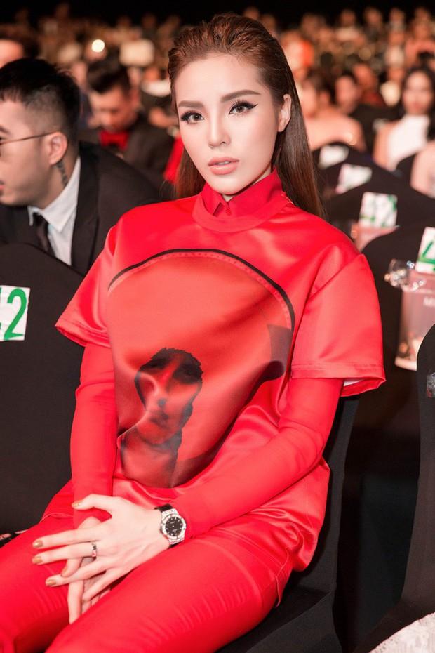 Thảm đỏ WeChoice Awards 2017: Chi Pu, Kỳ Duyên và loạt sao nữ giống như chị em một nhà khi để cùng một kiểu tóc - Ảnh 2.