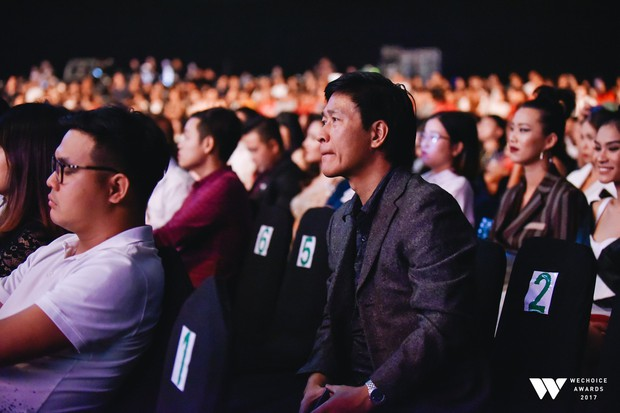 Khoảnh khắc WeChoice Awards: Đẹp nhất là khi Sơn Tùng, bé Bôm và các nghệ sĩ Việt cùng chậm lại trong dòng cảm xúc vỡ òa - Ảnh 10.