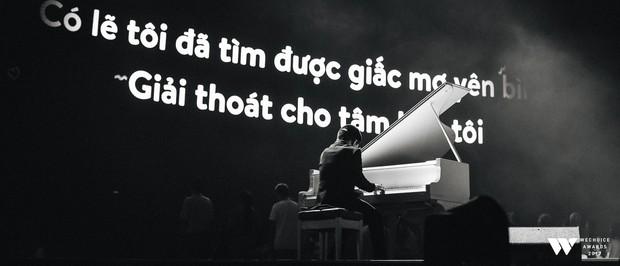 Khoảnh khắc WeChoice Awards: Đẹp nhất là khi Sơn Tùng, bé Bôm và các nghệ sĩ Việt cùng chậm lại trong dòng cảm xúc vỡ òa - Ảnh 4.