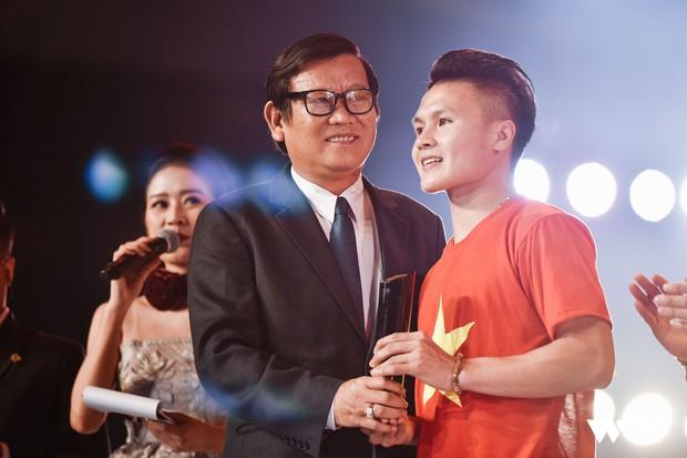 Khoảnh khắc WeChoice Awards: Đẹp nhất là khi Sơn Tùng, bé Bôm và các nghệ sĩ Việt cùng chậm lại trong dòng cảm xúc vỡ òa - Ảnh 13.