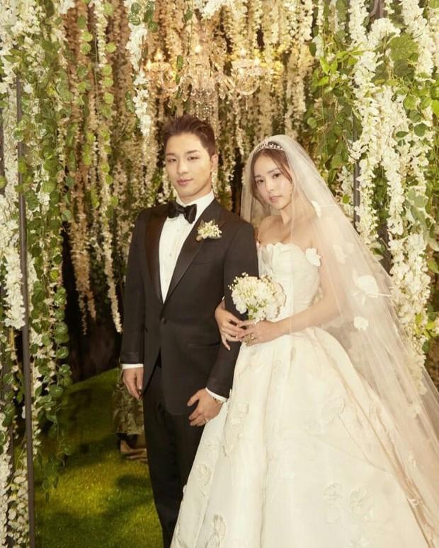 Có phúc cùng hưởng, có đồ hiệu cùng mặc: các thành viên Big Bang cùng diện suit Tom Ford trong lễ cưới của Taeyang để thể hiện tình huynh đệ - Ảnh 1.
