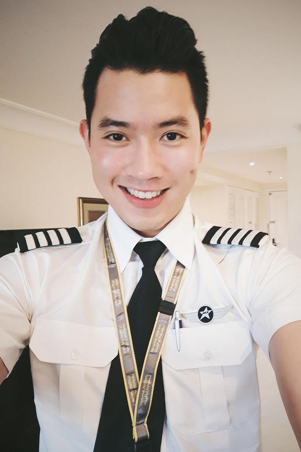 Cơ trưởng 9X trẻ nhất Việt Nam ngày càng điển trai và ăn mặc cool hết nấc - Ảnh 1.