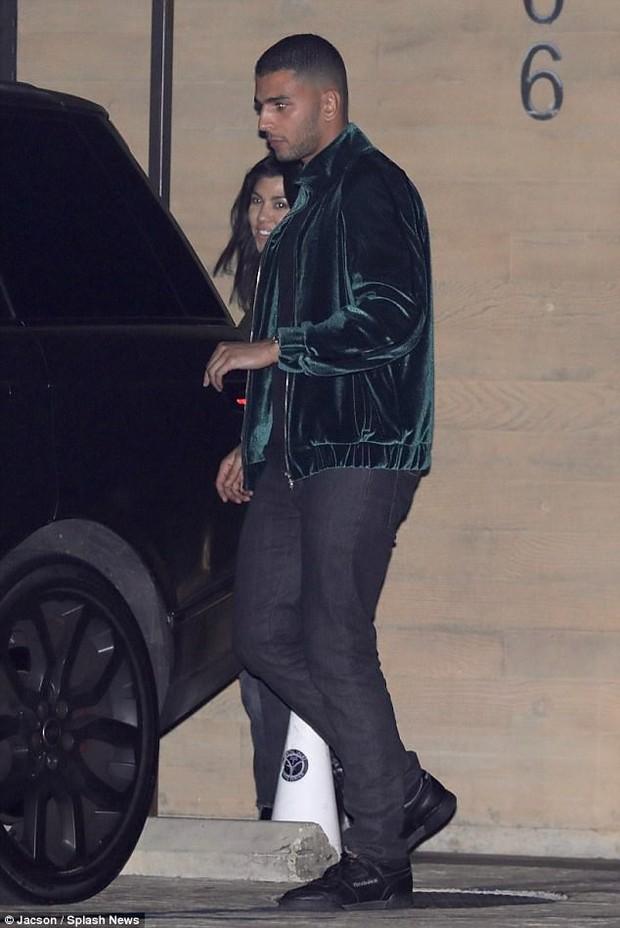 Phi công trẻ cực phẩm của nhà Kardashian: Cao 1m88, ảnh chụp lén trong đêm đã đẹp trai ngời ngời - Ảnh 2.