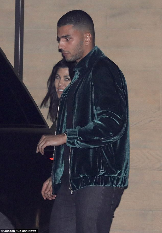 Phi công trẻ cực phẩm của nhà Kardashian: Cao 1m88, ảnh chụp lén trong đêm đã đẹp trai ngời ngời - Ảnh 1.