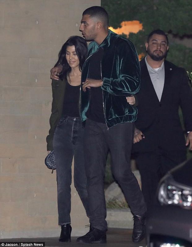 Phi công trẻ cực phẩm của nhà Kardashian: Cao 1m88, ảnh chụp lén trong đêm đã đẹp trai ngời ngời - Ảnh 3.