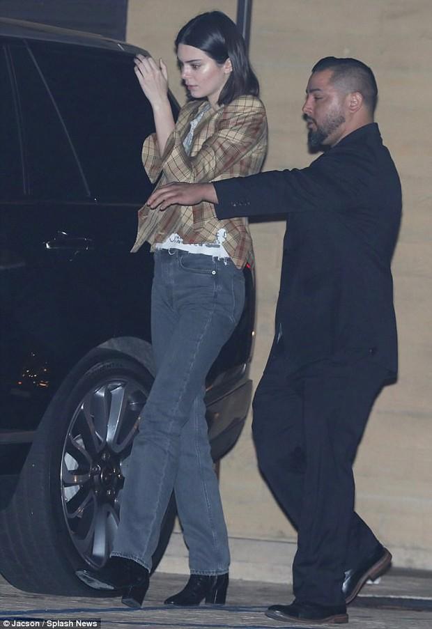 Phi công trẻ cực phẩm của nhà Kardashian: Cao 1m88, ảnh chụp lén trong đêm đã đẹp trai ngời ngời - Ảnh 4.