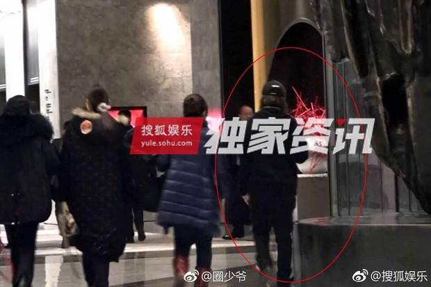 Thuốc độc phòng vé Cảnh Điềm lộ ảnh hôn đắm đuối VĐV bóng bàn số 1 Trung Quốc - Ảnh 4.