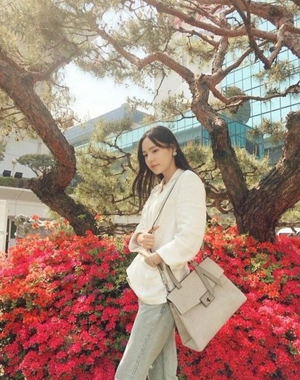 Bất kể xuân hạ thu đông, Min Hyo Rin cũng luôn trung thành với công thức mix đồ này  - Ảnh 4.