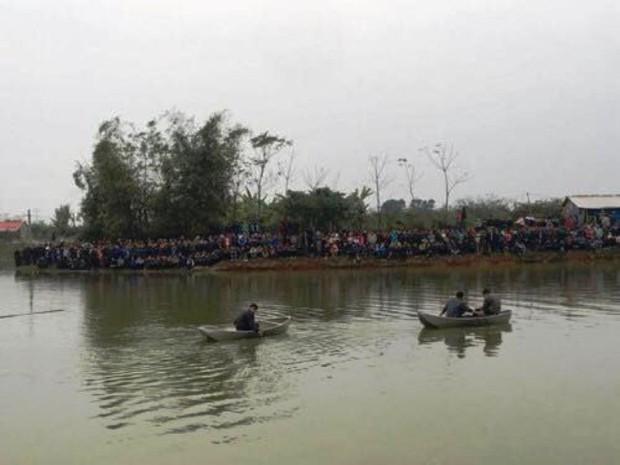 Nghẹn lòng đám tang 4 người trong một gia đình đuối nước ngày cận Tết - Ảnh 2.