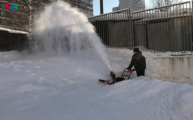 Tuyết rơi dày ở mức kỷ lục trong vòng 100 năm qua ở Moscow - Ảnh 2.