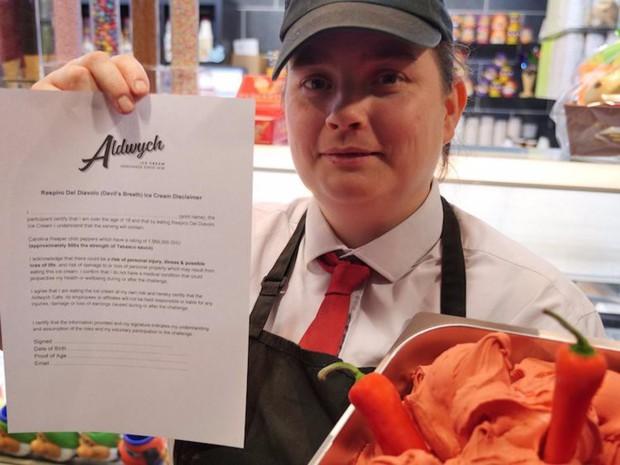 Món kem dành cho ngày Valentine nhưng phải đủ 18 tuổi mới được phép mua ăn - Ảnh 1.