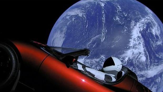 Tỉ phú Elon Musk phóng thành công tên lửa mạnh nhất thế giới - Ảnh 2.