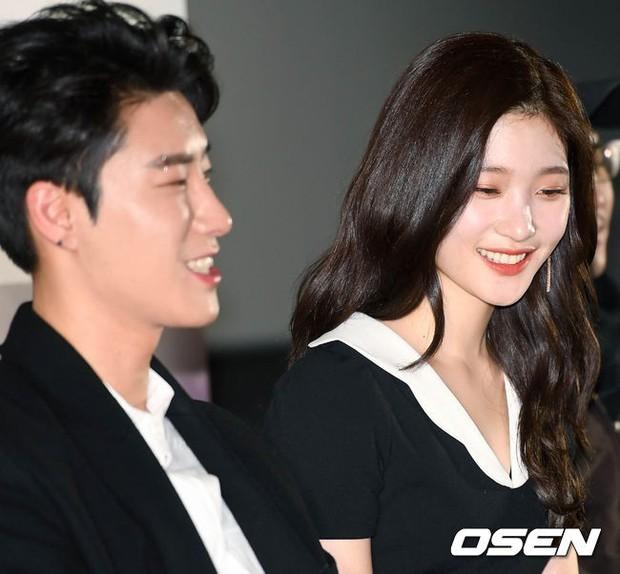 Cùng bị dìm tại sự kiện: Nữ thần Kpop đẹp mê hồn, Chi Pu được gọi là Kim Tae Hee Việt Nam nhưng mặt sao thế này? - Ảnh 7.
