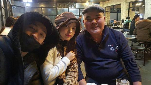 Taeyang tủm tỉm xấu hổ, Min Hyo Rin mặc nguyên chiếc áo khoác từ hôm sau cưới đi hưởng tuần trăng mật ở Jeju - Ảnh 1.