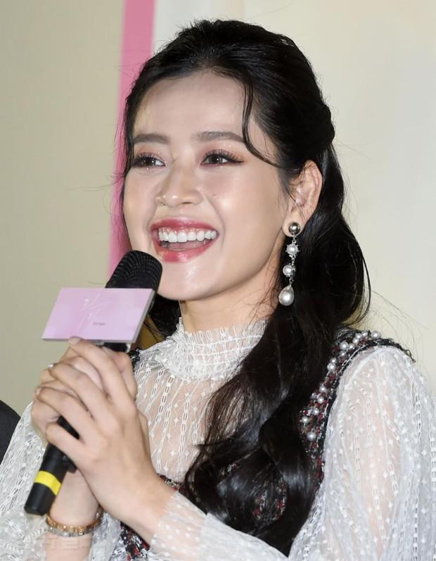 Cùng bị dìm tại sự kiện: Nữ thần Kpop đẹp mê hồn, Chi Pu được gọi là Kim Tae Hee Việt Nam nhưng mặt sao thế này? - Ảnh 12.