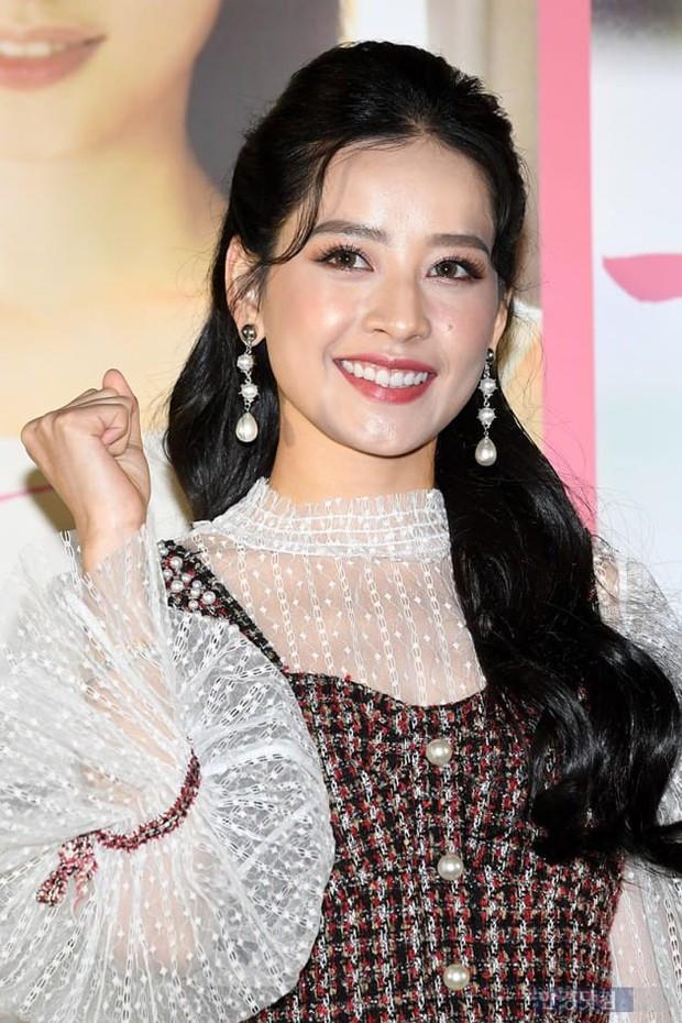 Cùng bị dìm tại sự kiện: Nữ thần Kpop đẹp mê hồn, Chi Pu được gọi là Kim Tae Hee Việt Nam nhưng mặt sao thế này? - Ảnh 15.