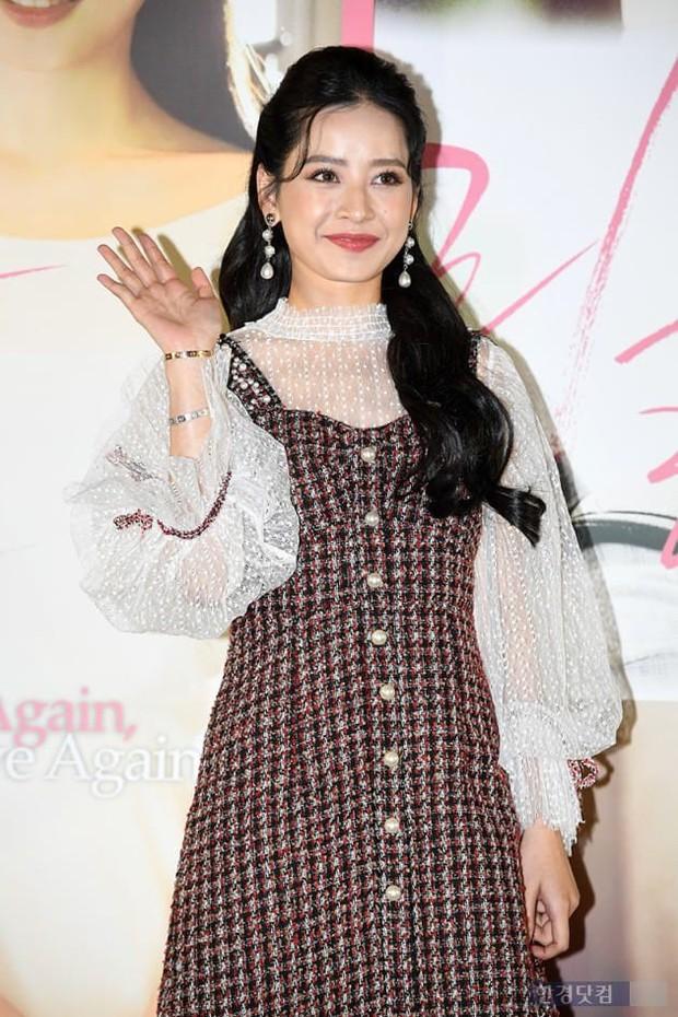 Cùng bị dìm tại sự kiện: Nữ thần Kpop đẹp mê hồn, Chi Pu được gọi là Kim Tae Hee Việt Nam nhưng mặt sao thế này? - Ảnh 11.