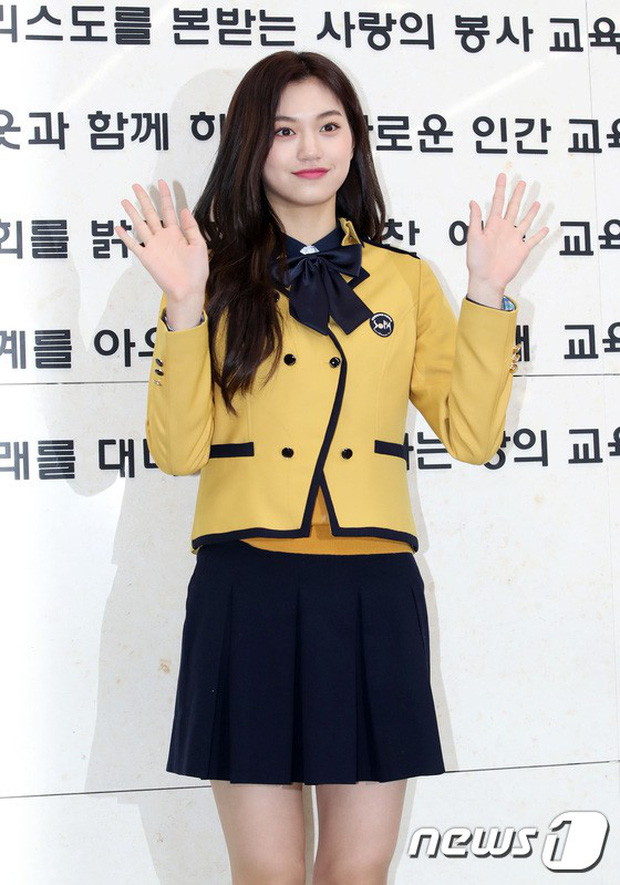 Loạt idol Kpop tốt nghiệp hôm nay: Kim Yoo Jung đẹp đến đẳng cấp nữ thần, Wanna One và NCT đọ vẻ điển trai - Ảnh 15.