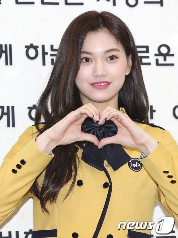 Loạt idol Kpop tốt nghiệp hôm nay: Kim Yoo Jung đẹp đến đẳng cấp nữ thần, Wanna One và NCT đọ vẻ điển trai - Ảnh 16.
