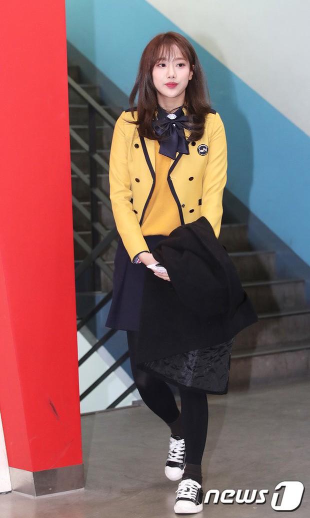 Loạt idol Kpop tốt nghiệp hôm nay: Kim Yoo Jung đẹp đến đẳng cấp nữ thần, Wanna One và NCT đọ vẻ điển trai - Ảnh 24.