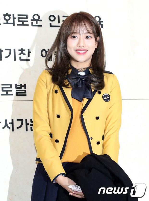 Loạt idol Kpop tốt nghiệp hôm nay: Kim Yoo Jung đẹp đến đẳng cấp nữ thần, Wanna One và NCT đọ vẻ điển trai - Ảnh 25.