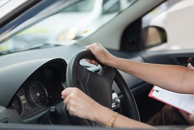 Quá lo lắng khi thi bằng xe hơi, người phụ nữ tử vong ngay trên ghế lái - Ảnh 3.