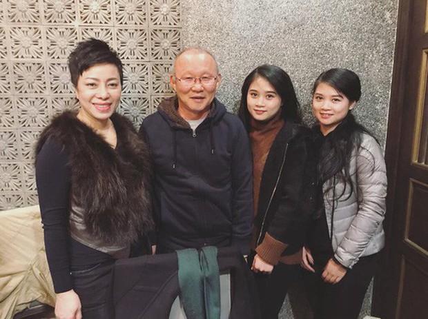HLV Park Hang Seo ăn tối cùng sư phụ thứ 2 của Hoàng Xuân Vinh - Ảnh 1.