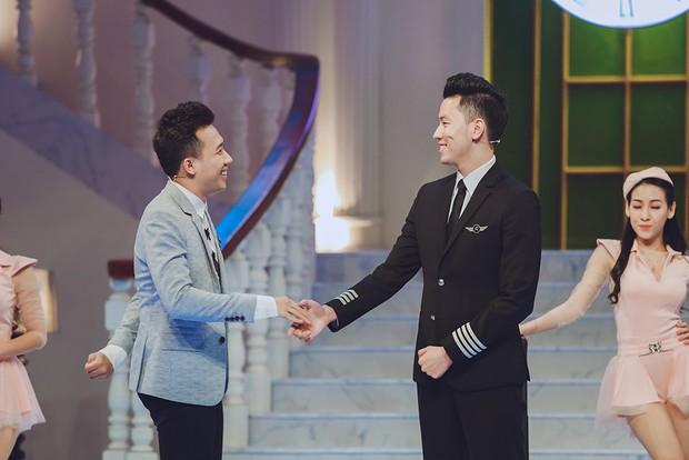 Cơ trưởng trẻ nhất Việt Nam - Nguyễn Quang Đạt thú nhận đã có người yêu, khoe giọng ngọt với Sau tất cả - Ảnh 2.