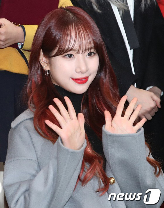 Loạt idol Kpop tốt nghiệp hôm nay: Kim Yoo Jung đẹp đến đẳng cấp nữ thần, Wanna One và NCT đọ vẻ điển trai - Ảnh 22.