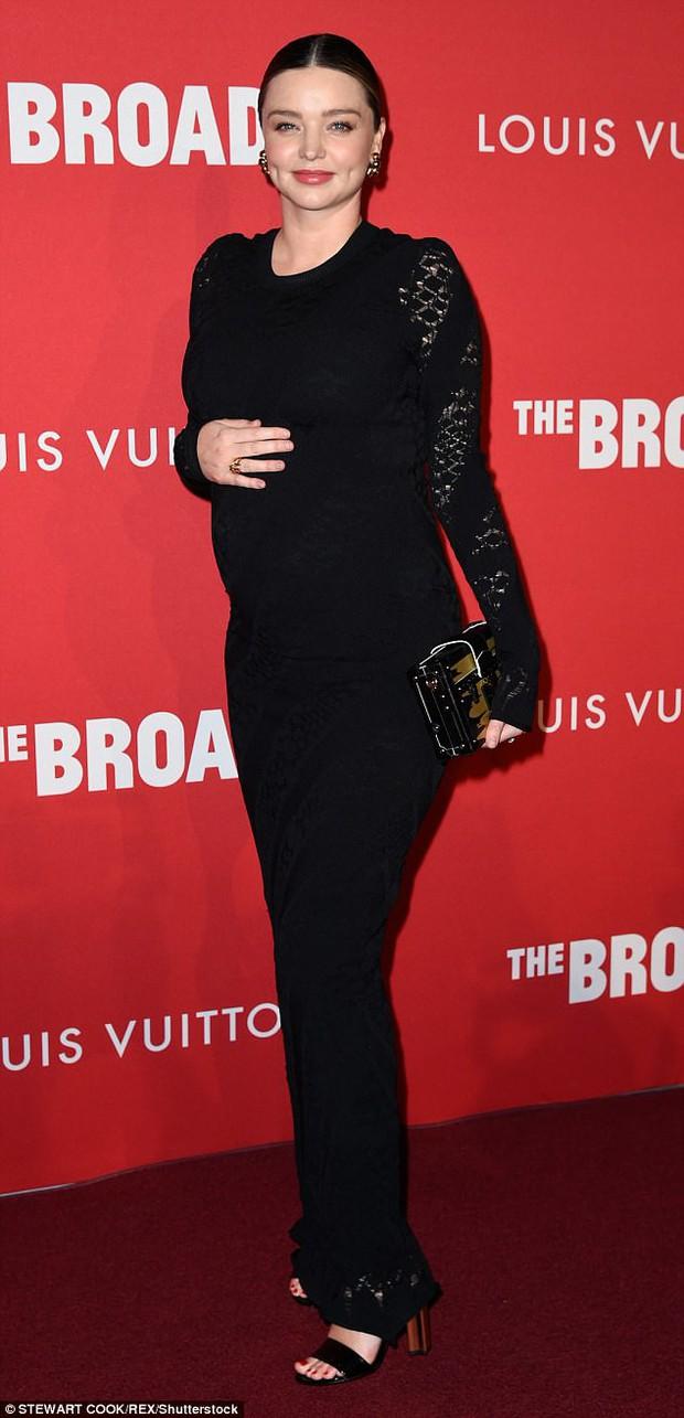 Bụng bầu to cũng không làm Miranda Kerr bớt sang và lộng lẫy trên thảm đỏ - Ảnh 1.