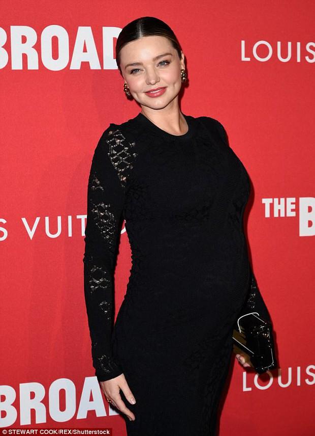 Bụng bầu to cũng không làm Miranda Kerr bớt sang và lộng lẫy trên thảm đỏ - Ảnh 4.