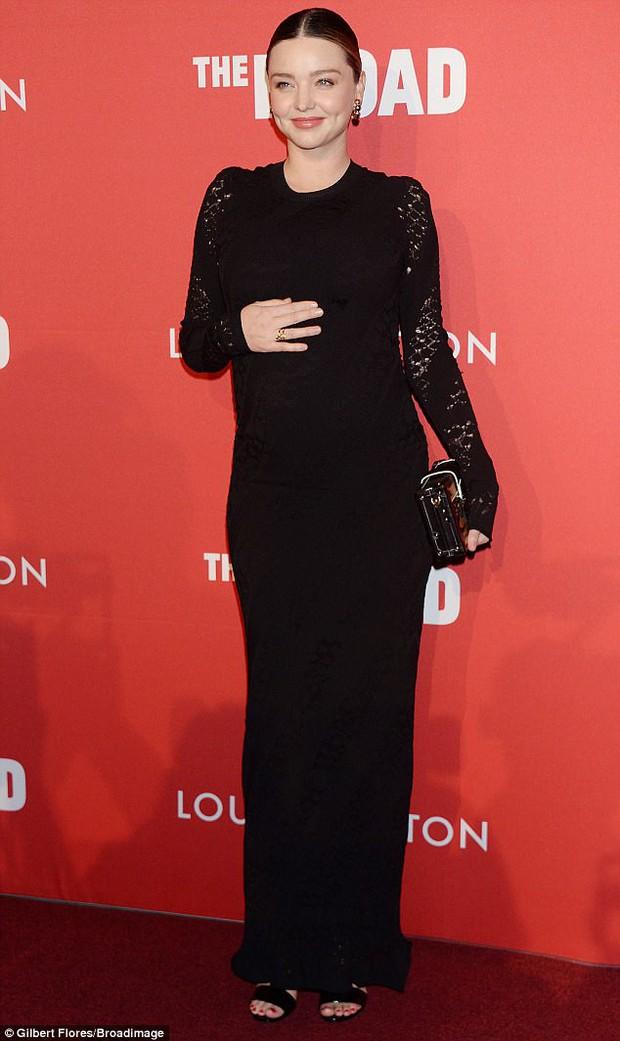 Bụng bầu to cũng không làm Miranda Kerr bớt sang và lộng lẫy trên thảm đỏ - Ảnh 2.