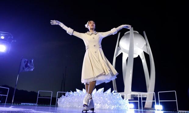 Nữ hoàng trượt băng Kim Yuna thắp đuốc khai mạc Olympics mùa Đông 2018 - Ảnh 3.