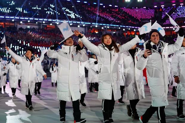 Nữ hoàng trượt băng Kim Yuna thắp đuốc khai mạc Olympics mùa Đông 2018 - Ảnh 5.