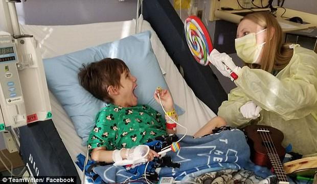 Cậu bé 8 tuổi mất khả năng vận động và ngôn ngữ chỉ vì virus cúm tấn công - Ảnh 1.