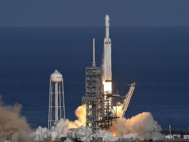Hành trình của Starman - kẻ du hành đơn độc giữa vũ trụ, đem theo giấc mơ điên rồ cộp mác Elon Musk - Ảnh 1.
